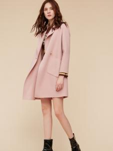 季候风粉色风衣外套