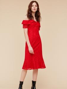 季候风新款红色礼服裙