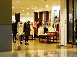 快时尚行业规则正被改写 只卖衣服不赚钱