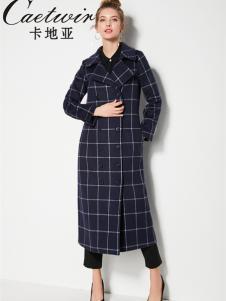 2018卡地亚女装格纹大衣