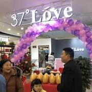 恭喜牛女士37°Love女装店铺盛大开业!