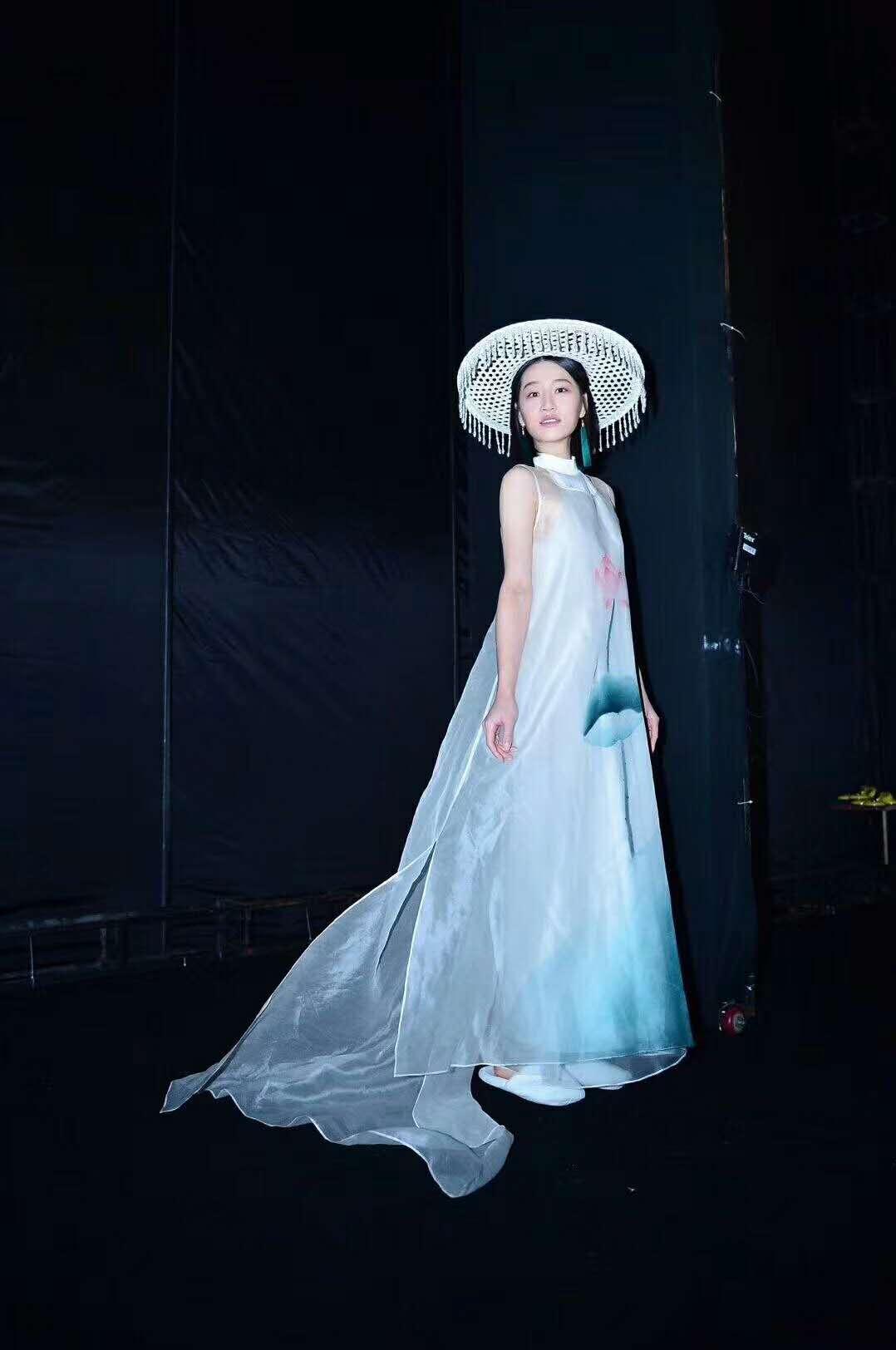 健凡服饰亚搏体育官方网站女装一手货源厂家直销