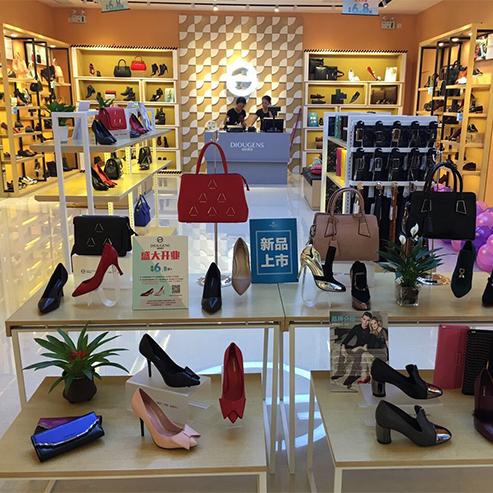 我想加盟广州时尚品牌鞋包集合店把握消费者趋势 开家品牌迪欧摩尼服鞋包集合店!