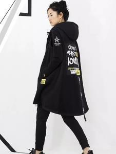 时风女装黑色字母时尚风衣