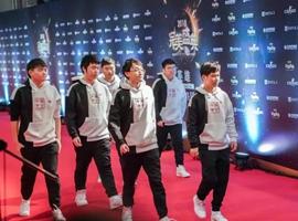 RNG身披中国李宁出席完美盛典,联名周边已在路上?