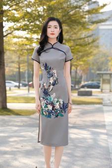 忆花寻女装灰色刺绣旗袍
