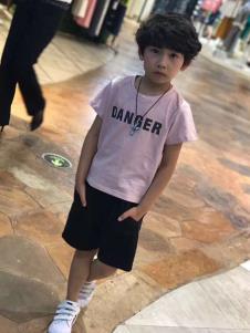 介及童装粉色时尚T恤