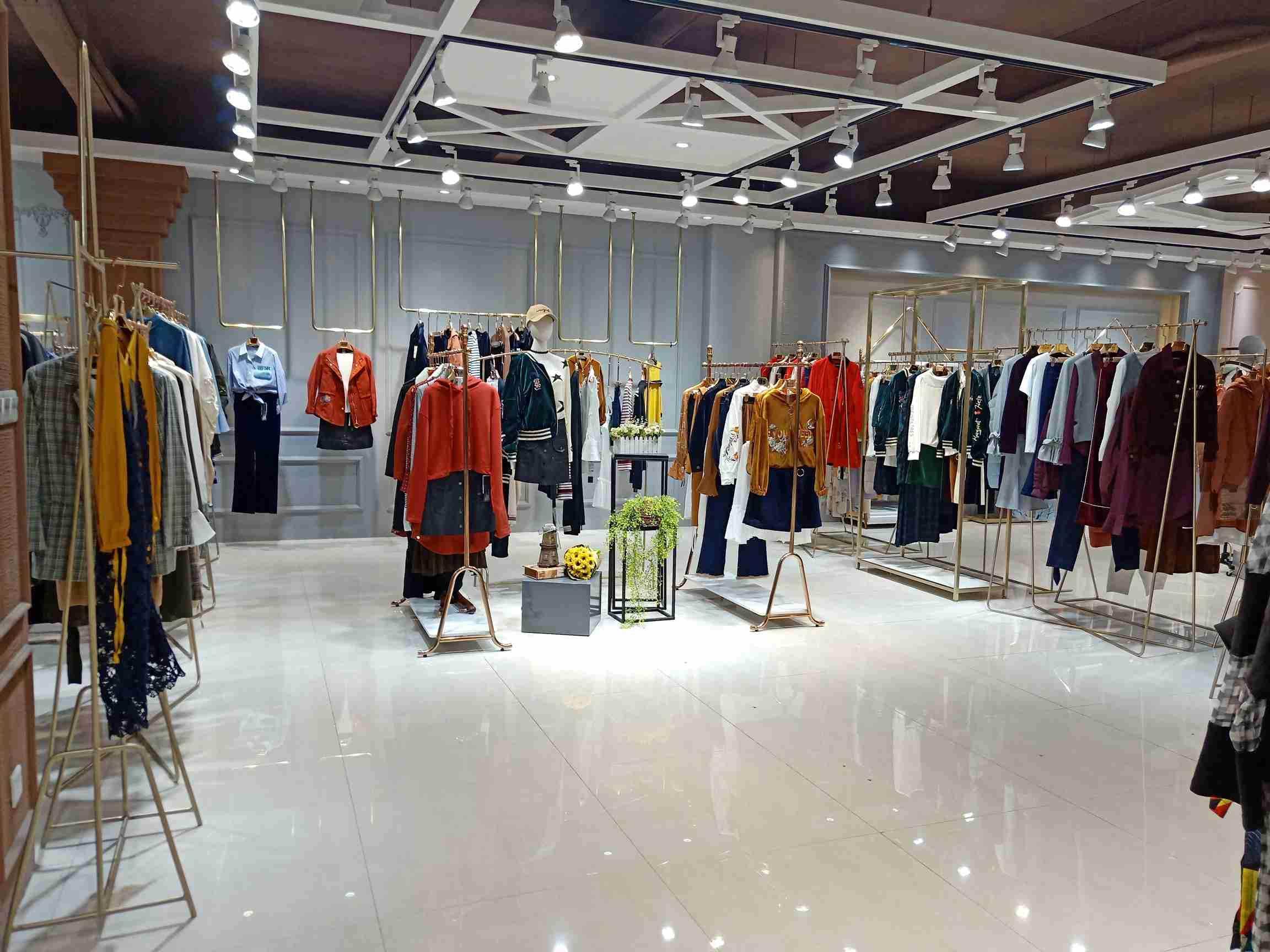 广州十三行服装批发市场是怎么形成的