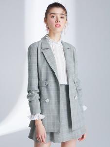 2019夺宝奇兵女装休闲格纹西服