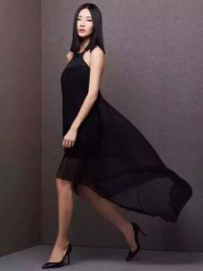 百薇女装黑色挂脖连衣裙