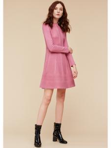 季候风女装粉色修身连衣裙