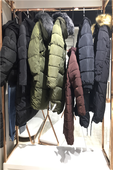 品牌女装雪姿舞尾货货源批发