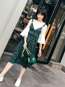伊尚女装绿色碎花吊带连衣裙