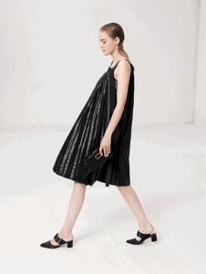 LUJOE女装黑色百褶吊带连衣裙