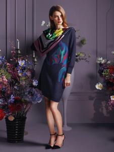 蕾沃尔女装藏紫色印花连衣裙