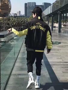 一个人的生活男装黑色字母外套