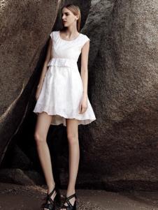 AQTWO女装白色收腰无袖连衣裙