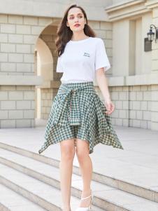 金蝶茜妮新款时尚格子半身裙