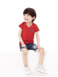 摩亚小作童装红色字母T恤