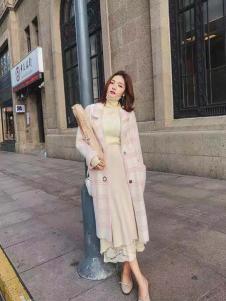 美兰娇丽粉色气质格子大衣