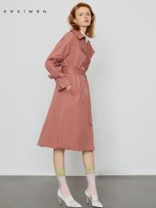 2019佧茜文粉色长款收腰外套