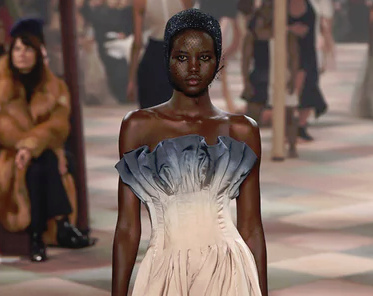 巴黎高定周:穹顶之下的Dior与马戏团渊源已久