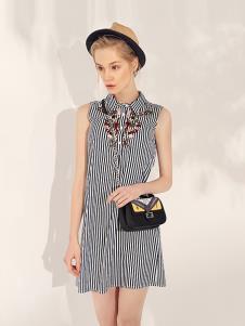 万泽丰女装灰色条纹印花连衣裙