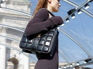 Bottega 新创意总监的首个时装秀亮相 有变年轻吗