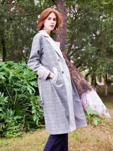 2019樊羽女装格纹外套