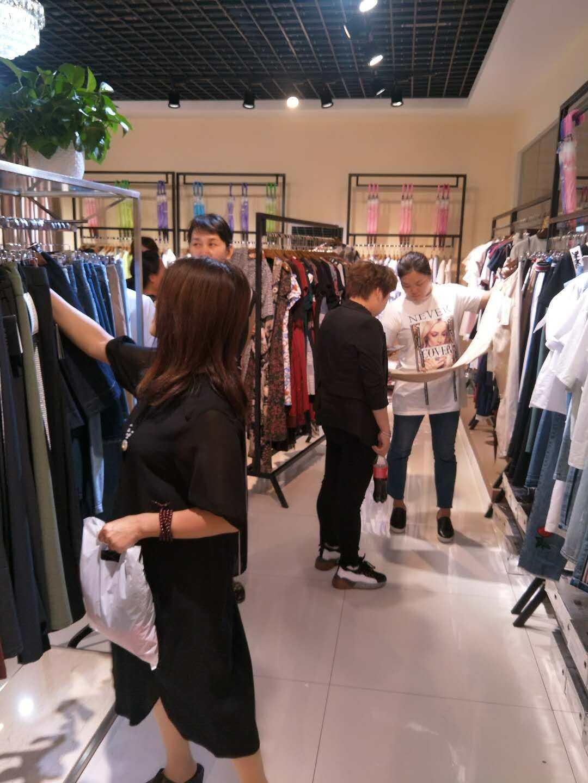 为什么要做折扣女装,阿莱贝琳品牌女装折扣店的优势是什么