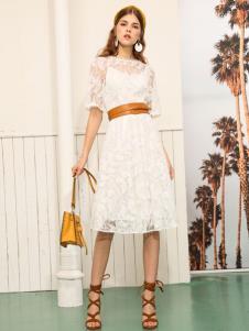 betu百图女装19白色连衣裙