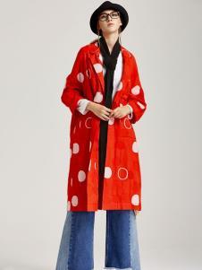 墨曲红色外套