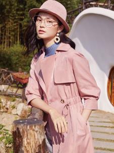 2019布根香女装粉色风衣