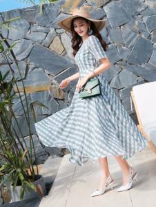 EI女装19绿色格纹连衣裙