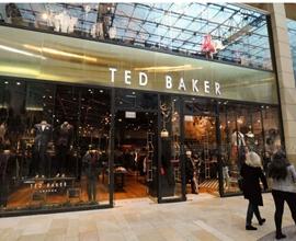 """Ted Baker创始人Ray Kelvin因""""抱抱门""""辞去首席执行官职务"""