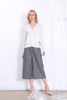 丹比奴女装纯白V领针织衫铁灰阔腿裤