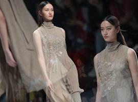 迪凯:画时光之影,拾熠熠文明 | 2019AW深圳时装周