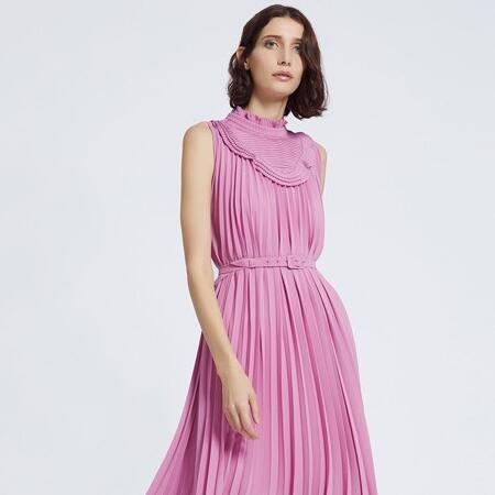这个夏天,你跟女神 就差一件Carmen卡蔓连衣裙!