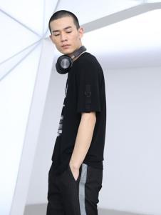 线锁男装黑色休闲T恤