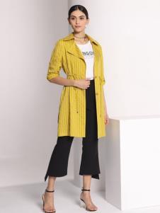 芮色黄色外套
