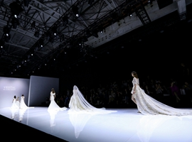 """是谁给了中国婚纱卖家 """"偏向虎山行""""的勇气?"""
