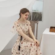 粉嫩的淑女裙装 艾诺绮给你一段浪漫之旅