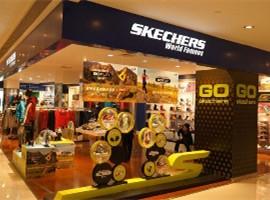 斯凯奇一年狂卖140亿,300家大店还在路上