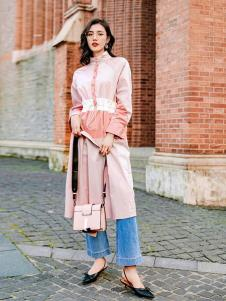 搜美女装粉色外套
