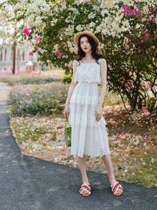 搜美女装白色吊带裙