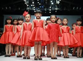 """童模行业的壮大 """"杭州童模遭母亲飞踢 """" 背后的反思"""