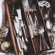 新申亚麻大师 | 用亚麻巧收纳银制餐具