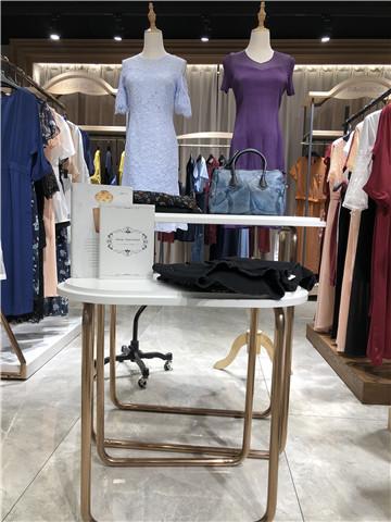 赫赫猫品牌折扣女装一手货源