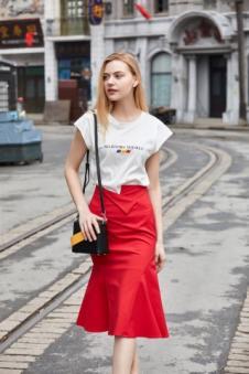 唯媚女装红色休闲半身裙