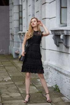 唯媚女装黑色收腰连衣裙